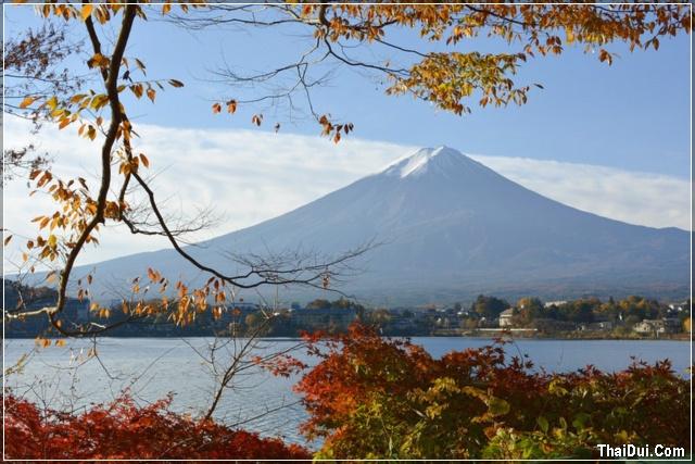 mùa thu về bên ngọn núi